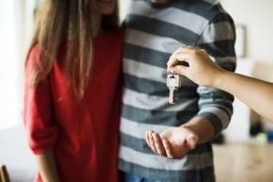מסירת מפתח לדירה